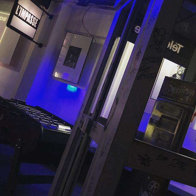 """""""Une partie de baby , un club groovy à souhait, un ciné à toute vitesse allongé dans un pouf, : c'est le programme à Limpasse """" [OPEN] Bar à Bière ,Salle de Concert, Galerie d'art, Salle d'arcade Toulon/La Seyne Ouvert de 21 h à 1h .56,Impasse Noel Verlaque 83500 . Toulon/LaSeyne #socialclub #streetart #retrogaming #babyfoot #limpasse83 #laseynesurmer #toulon #sixfours #billard #fuckthesystem #manifestation #france #playstation #playstation2 #laseyne #bandol #var"""