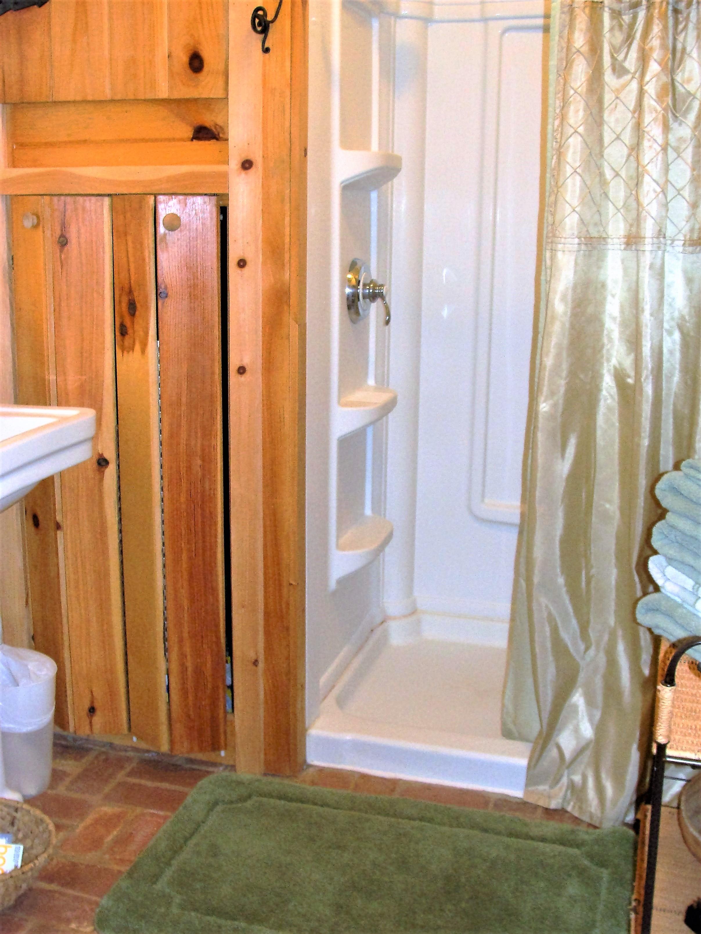 Antonia Albano Retreat   Creamery Studio  Bathroom.JPG