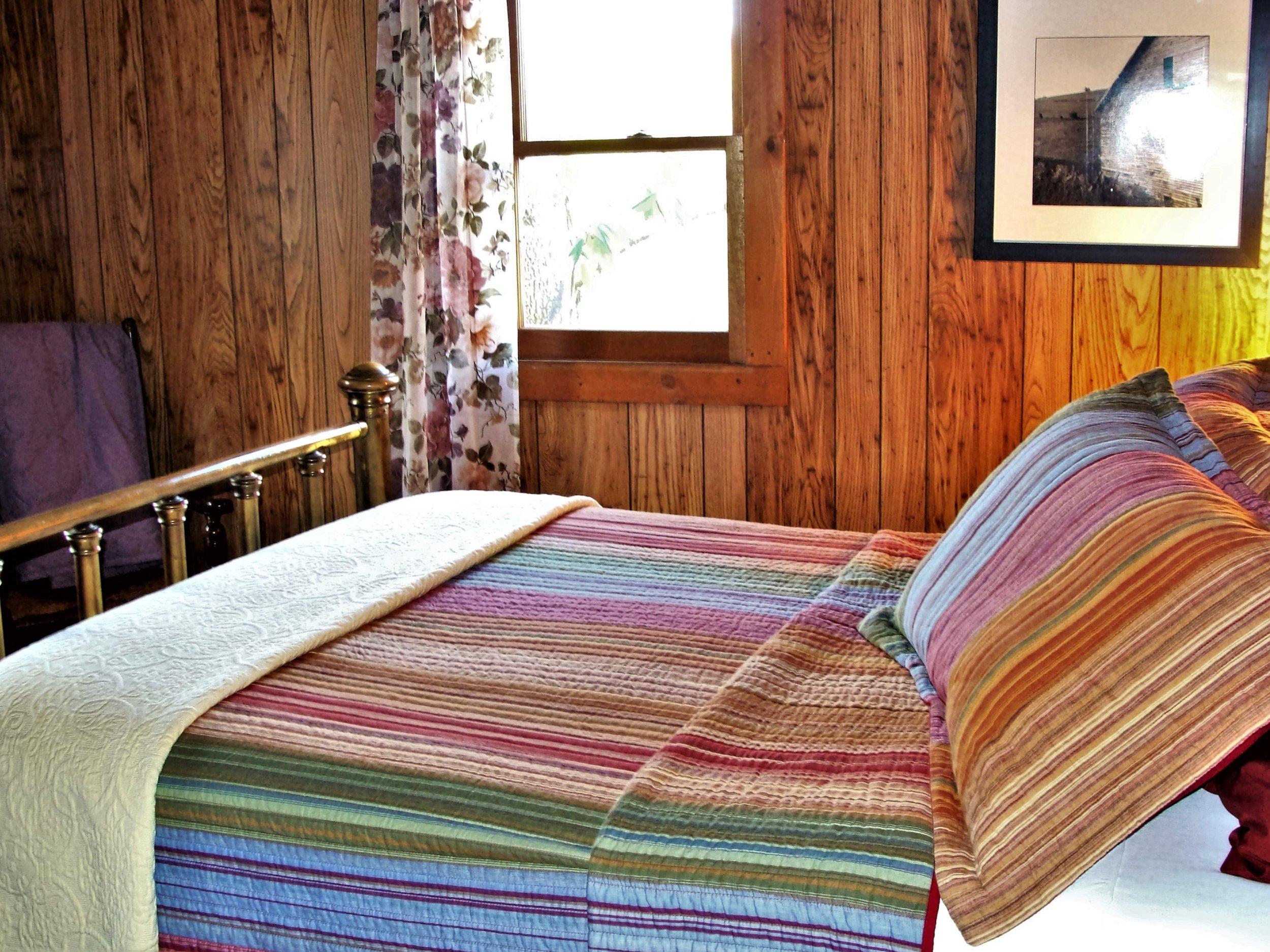 Antonia Albano Retreat   DeHart Cabin   2nd Bedroom.JPG