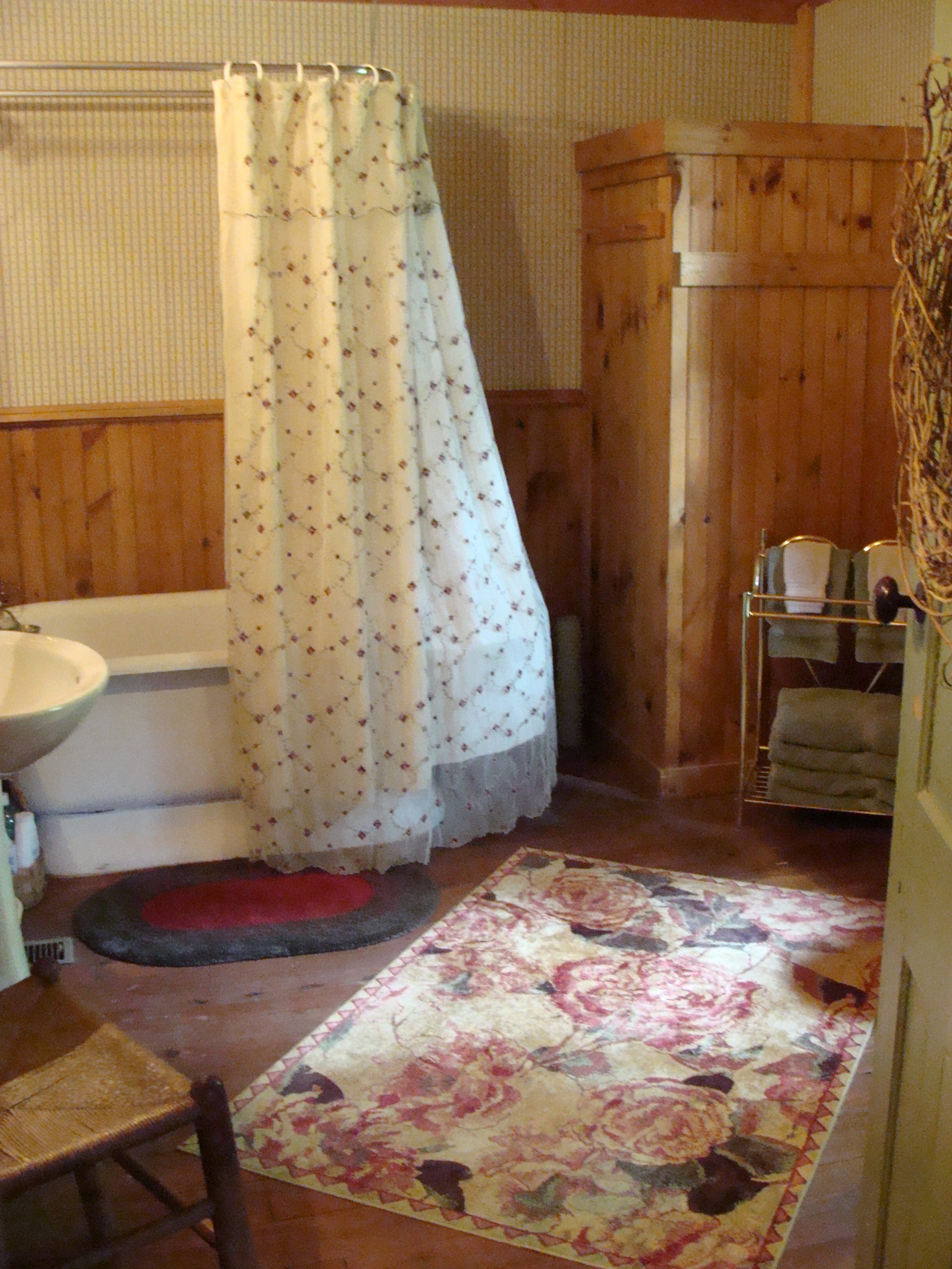 Antonia Albano Retreat   Highlands Cabin   Bath.JPG