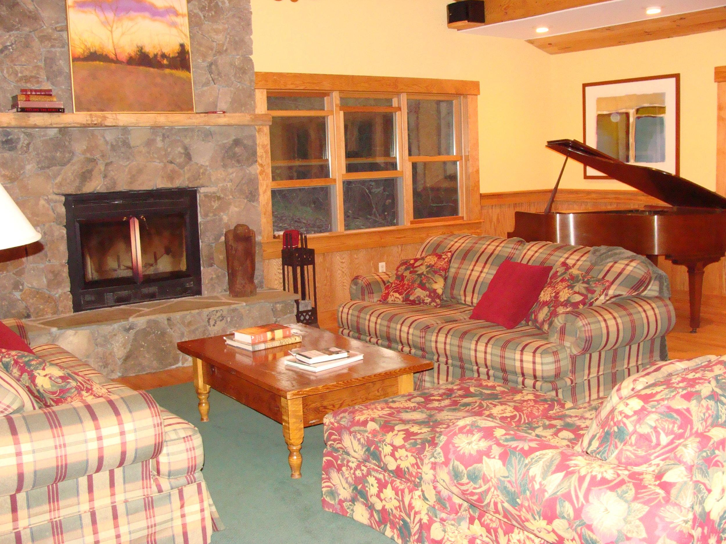 Retreat   Stone Cutters Cabin   Living Room.JPG