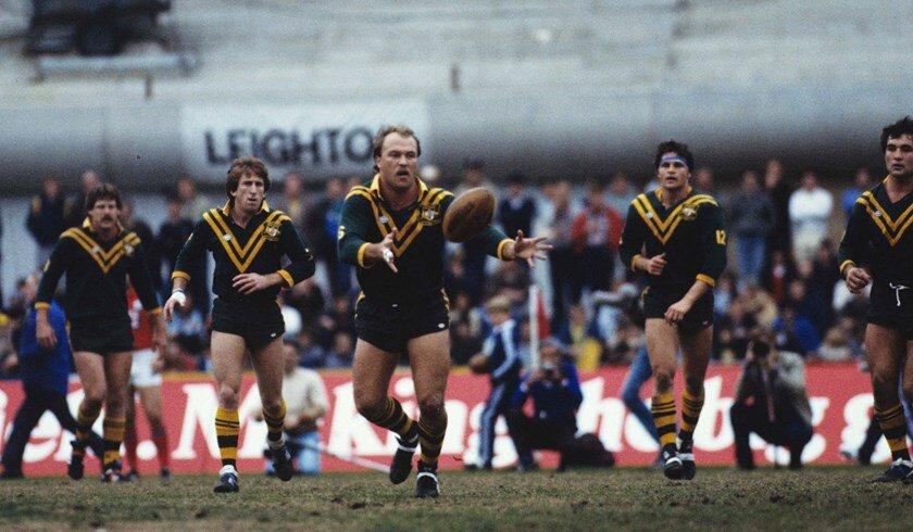 - La Nouvelle-Zélande a participé à sa première finale de Coupe du monde en 1988, la première à avoir lieu en Nouvelle-Zélande, mais a été battue 25 à 12 par l'Australie de Wally Lewis. Cette même année, la Papouasie-Nouvelle-Guinée, où le jeu avait été joué depuis les années 1940, a été accueillie pour la première fois dans le tournoi.