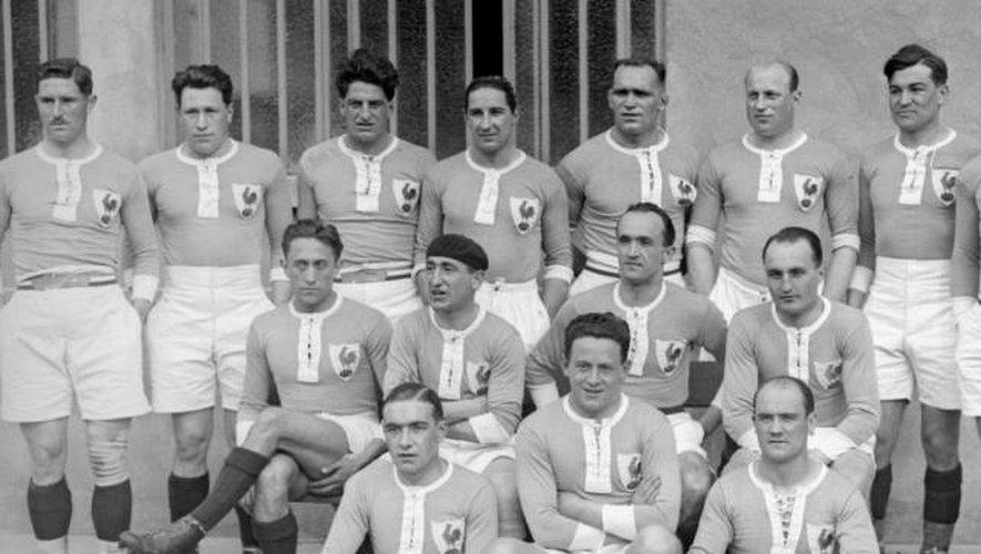 - En 1934, la France a rejoint la famille des ligues de rugby, lorsque les meilleures stars françaises du rugby sous la direction de Jean Galia ont commencé le jeu de l'autre côté de la Manche. En avril 1934, l'Angleterre bat la France 32-21 à Paris dans le premier match international de la France. En 1938, les Tricolores sont sacrés champions d'Europe.
