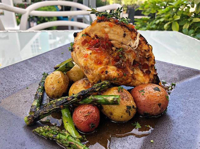 The chicken supreme tastes and looks amazing, stuffed with Swiss cheese and bacon on a passion fruit sauce... 😍🤯🤤