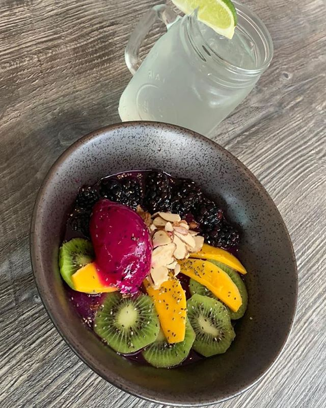 Would you like something refreshing,  delicious, and healthy? Ask for our Pitaya Smoothie Bowl!! You will love it #healthyfood #ftlbeach #foodie #foodporn #summer