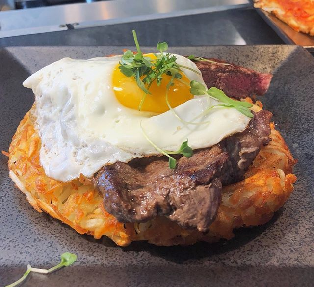 Sunny side up egg with steak and hash browns. Now that's a hearty breakfast 🍳