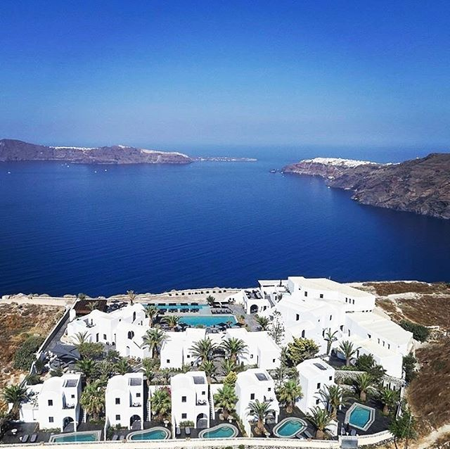 Discover OMMA - An exclusive luxury hotel in Santorini - Aegean Sea 🌊☀️ #santorini #aegeansea #luxuryhotel #luxuryhotelsworld #summer #summertime #calderasantorini #santorinigreece #island #santoriniisland #blueandwhite #luxurylife #passportready #passport #travel #montecarlotravel1985 #trip #luxurytravels