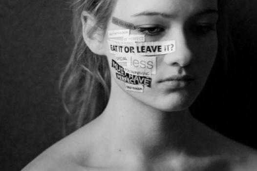 Mijn anorexia. - Ieder mens is uniek, je heb geen twee de zelfde personen op de wereld. En zo is dat ook met mensen met een eetstoornis. Iedere eetstoornis patiënt is uniek. Er zijn raakvlakken maar toch werkt een eetstoornis voor iedereen anders en is ie er om een andere reden. Graag wil ik door het geven van mijn gastcollege, '' mijn anorexia