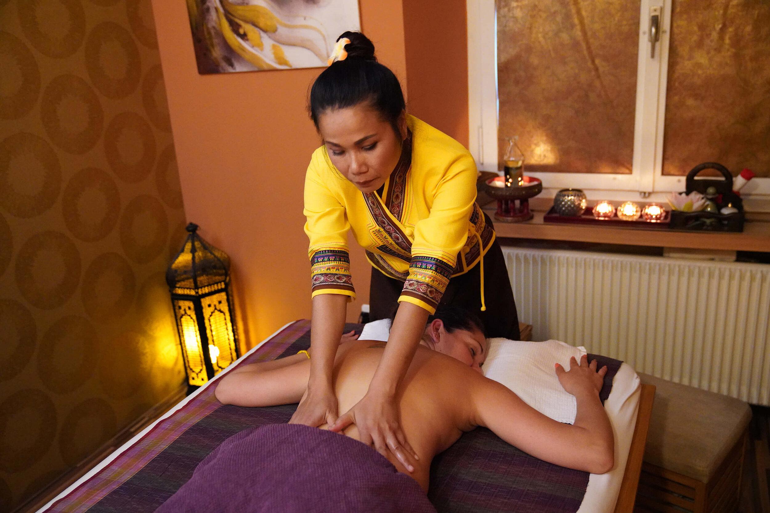 Ihre Massage - Sie dürfen sich hingeben und geniessen! Wir sorgen für Wohlbefinden und Entspannung!
