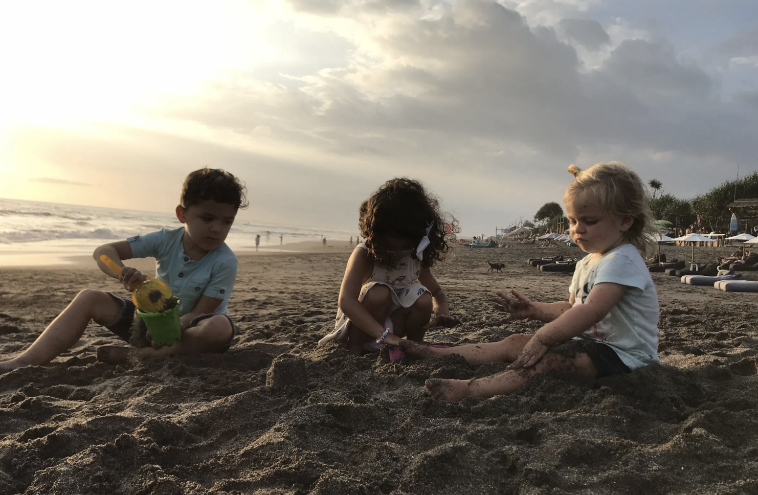 Liesel playing on the beach with Santi and Nora of the Jetsetting Family