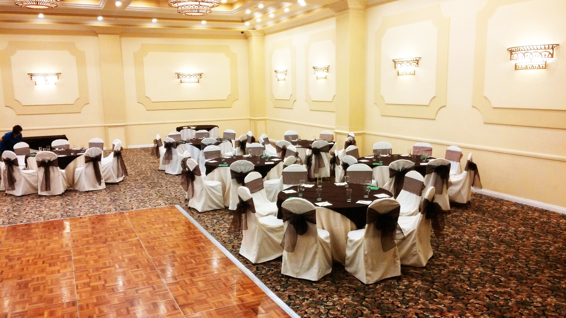 Party Rental Creation can work side to side with your venue to make your wedding or party a memorable event. Our table and chairs for rent are suitable for all venues.