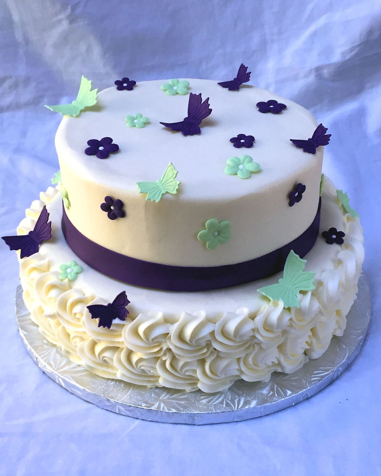 2 tiered cake - each tier has 2 layers of cake and a layer of filling inside.
