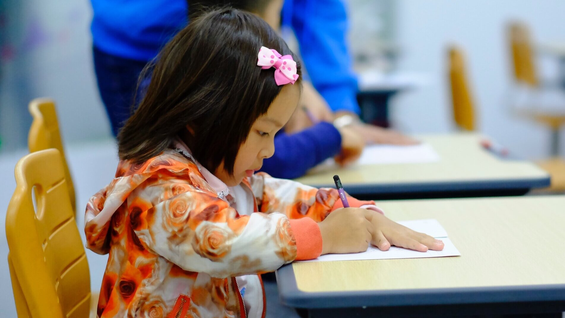 Autism_child_in_classroom.jpg
