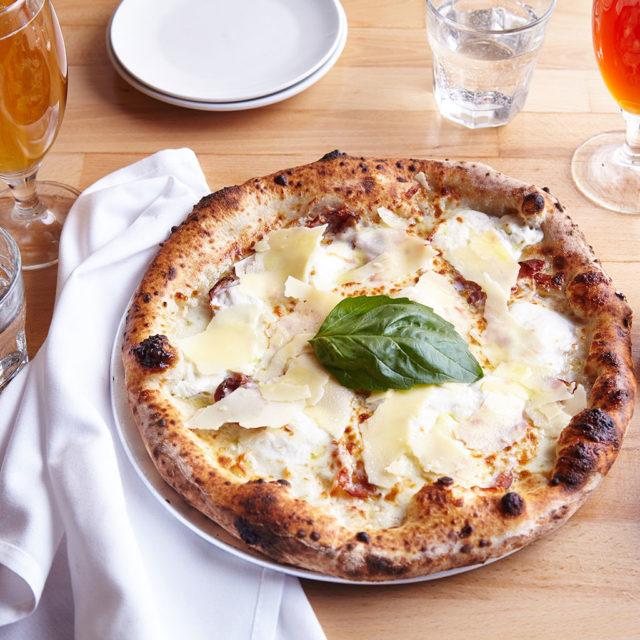 GB_FR_28_Food_Pizza4_439-640x640.jpg