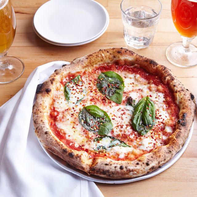 GB_FR_29_Food_Pizza5_445-640x640.jpg