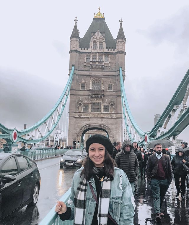 alexa, play London Bridge by Fergie and also London Boy by Taylor Swift pls #livingmyhappiestlife