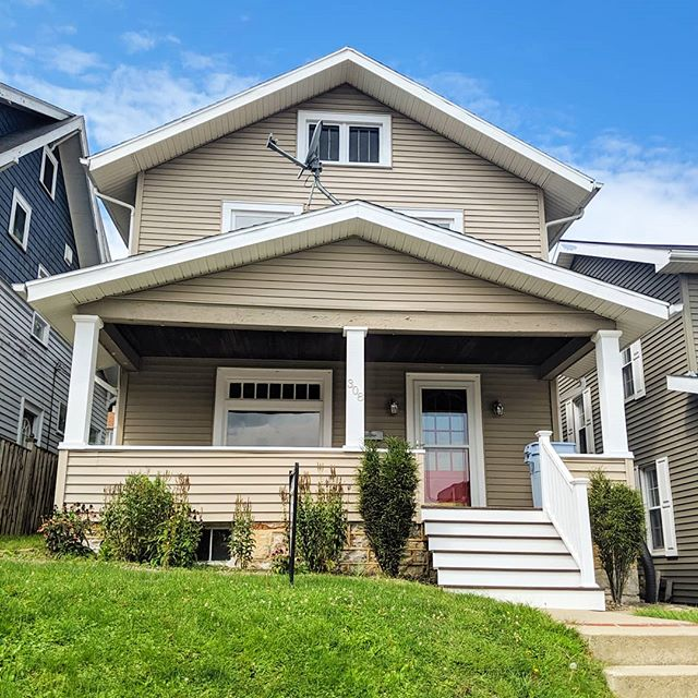 🏡 FOR SALE 308 27th Ave. Altoona PA Perfect for first time home buyers. Move-in ready! No detail left untouched! -contemporary paint colors -hardwood floors -air conditioning -meticulously kept home, very clean -dishwasher -fenced in yard -red front door -chrome fixtures throughout -Fairview neighborhood $124,900 and you wouldn't need to do a thing, just unpack!  VIDEO TOUR LIVE IN MY STORIES!  Link in my bio for more info on this property.  Listed by Aubrey Farabaugh Century 21 Strayer & Associates, inc. 814-944-2121 (office) 814-330-1812 (call or text) . . . . . . . [Image description 1: Tan home with red front door. 2: Big window in living room. 3: Beautiful wooden handrail on staircase in grey living room.] . . . . . #altoona #altoonapa #AltoonaRealEstate #AltoonaRealEstateAgent #altoonahomesforsale #centralpa #REALTOR #realtorlife #realty #c21 #Century21 #relentless #relentlessagent #homeforsale #pennstatealtoona #altoonahomeforsale #upmcaltoona