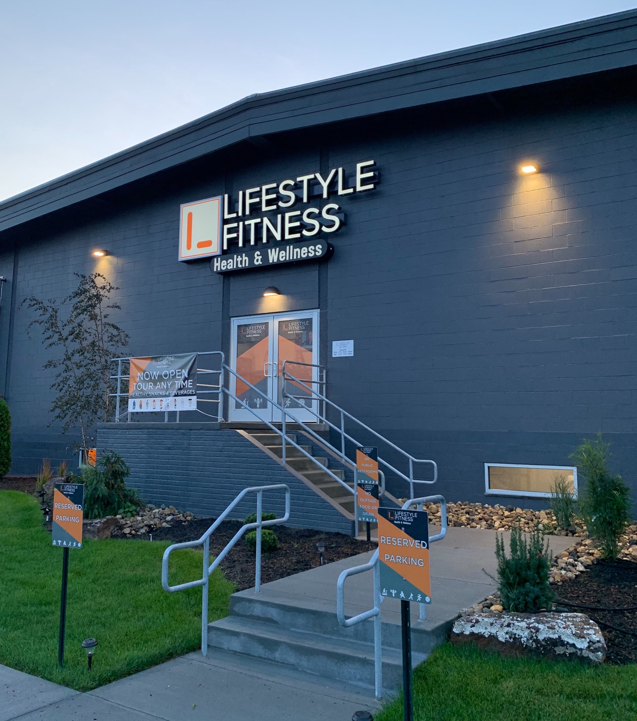Who We Are - Lifestyle Fitness offers an upscale experience in a clean, classy environment.Our modern, technology incorporated facility, is complemented with state of the art equipment. Lifestyle embraces overall family health and wellness.Learn More About Our Team ➝ Contact us!➝