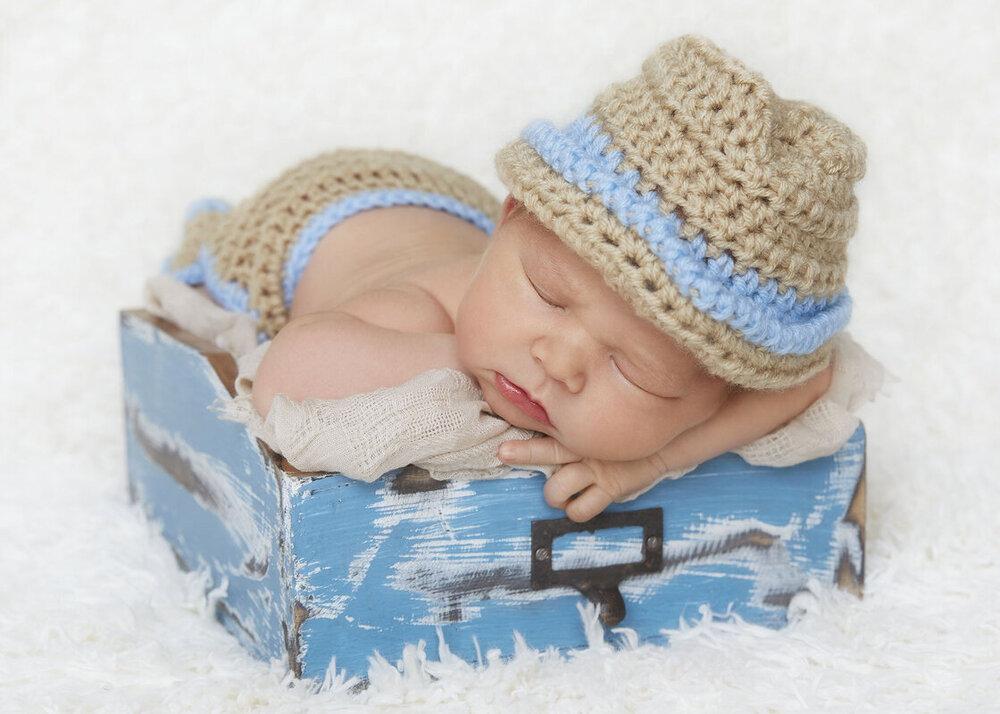 newborn photographer in perth