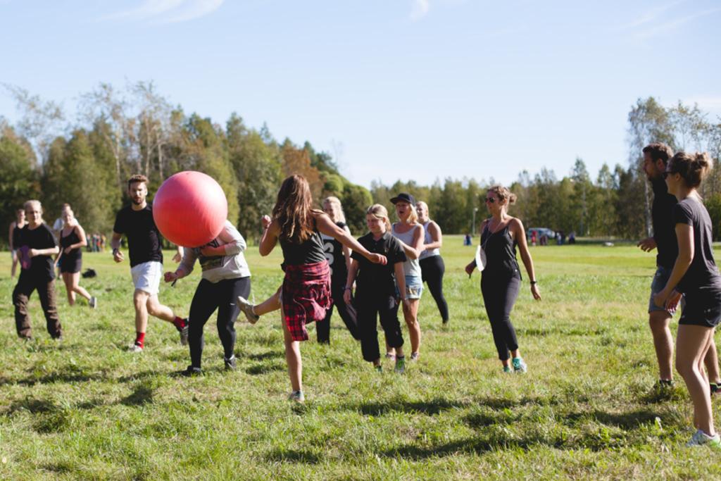 Vi i Luleå Studentkår . . . - . . . Har en vision att våra medlemmar får en utbildning i världsklass och är Sveriges lyckligaste och mest engagerade studenter, och engagemang, det gillar vi här på Luleå Studentkår.