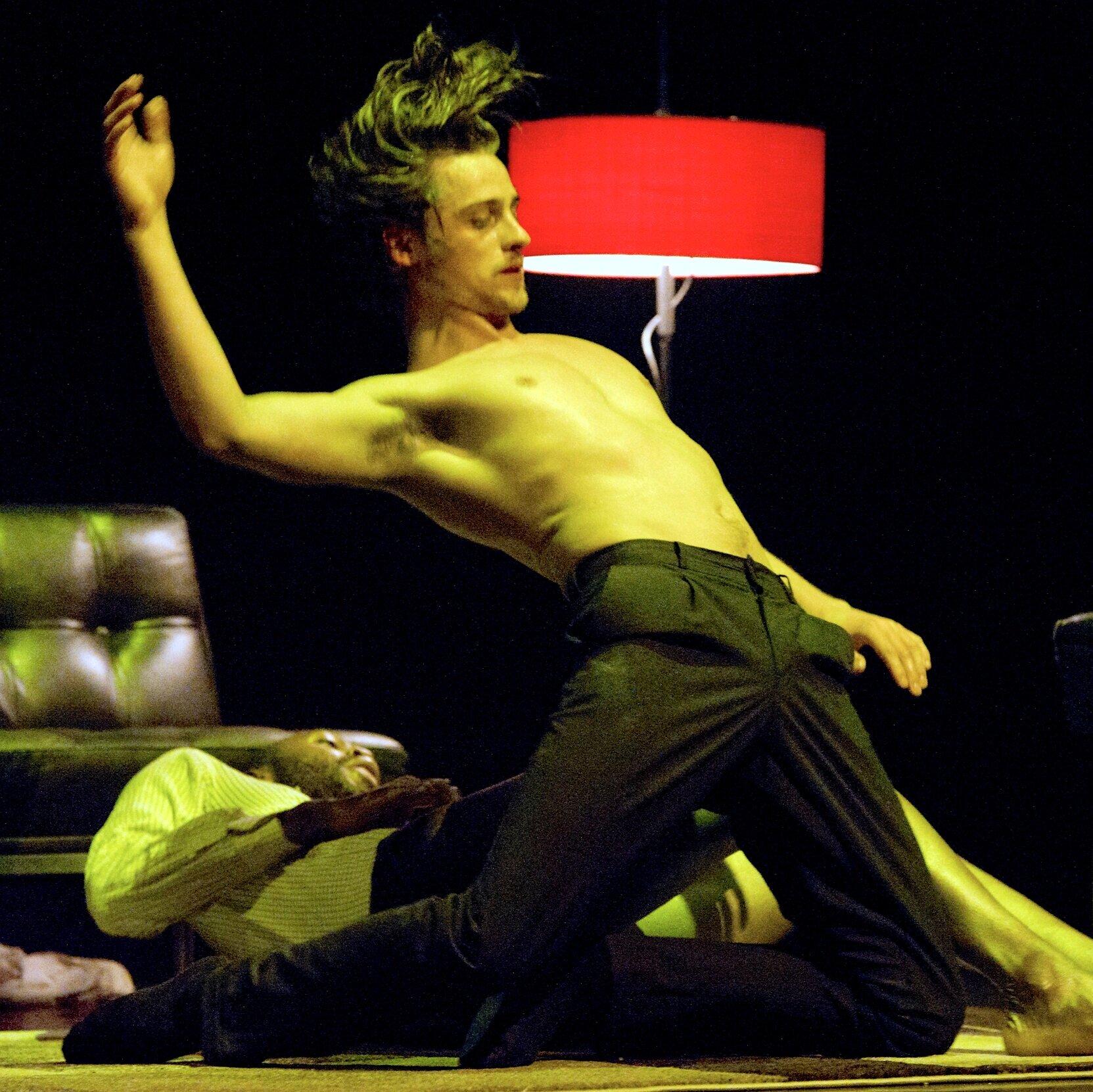 Milan+Nowoitnick+Kampfer_Blowed+Irritated+Man_Konzert+Theater+Bern_credits+Philipp+Zinniker.jpg
