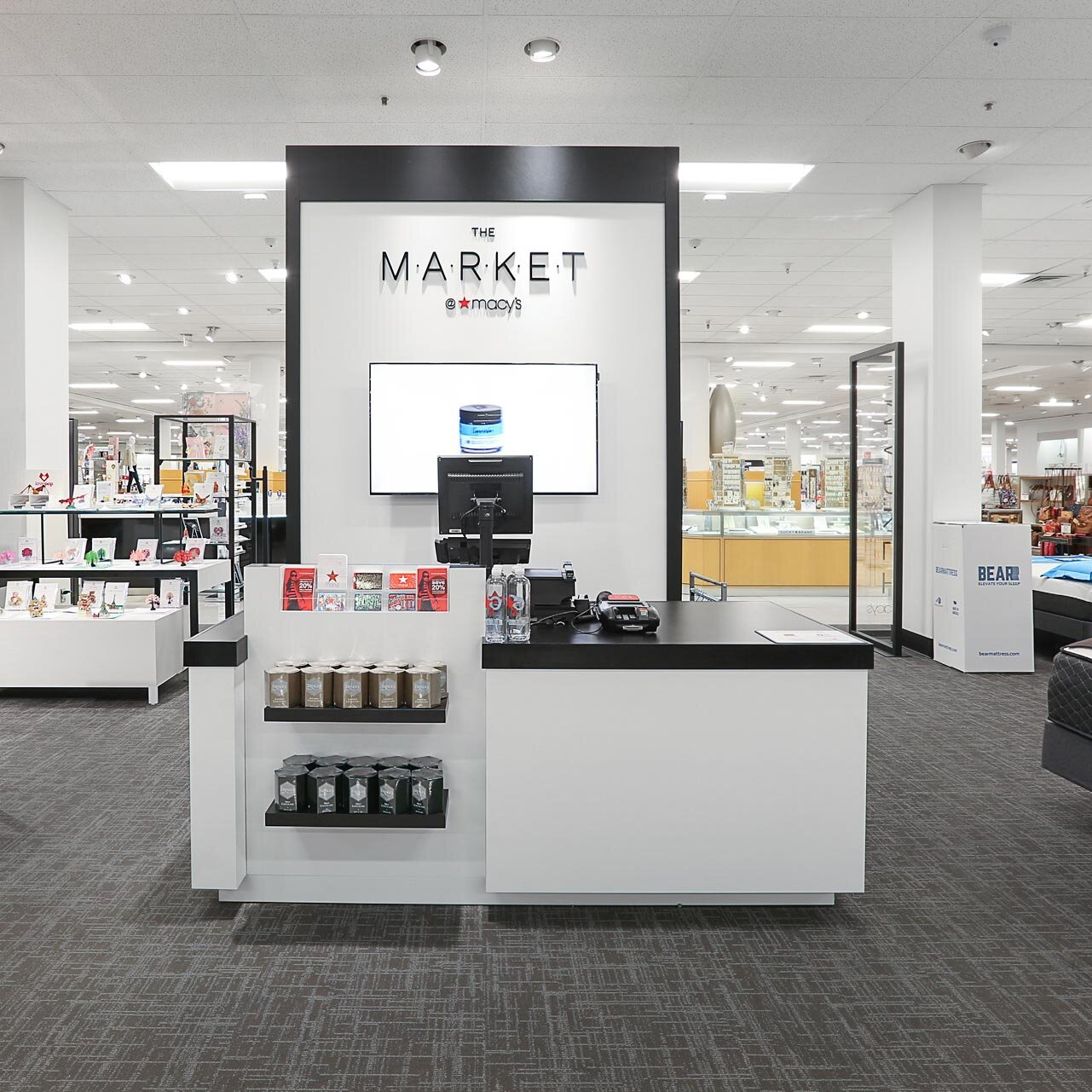 The launch of a unique pop-up marketplace. - From logo design to site design, from name exploration to copy and content, Major Behavior partnered with Macy's throughout the entire user experience journey, giving e-commerce brands a chance for their customers to touch, feel and try on.