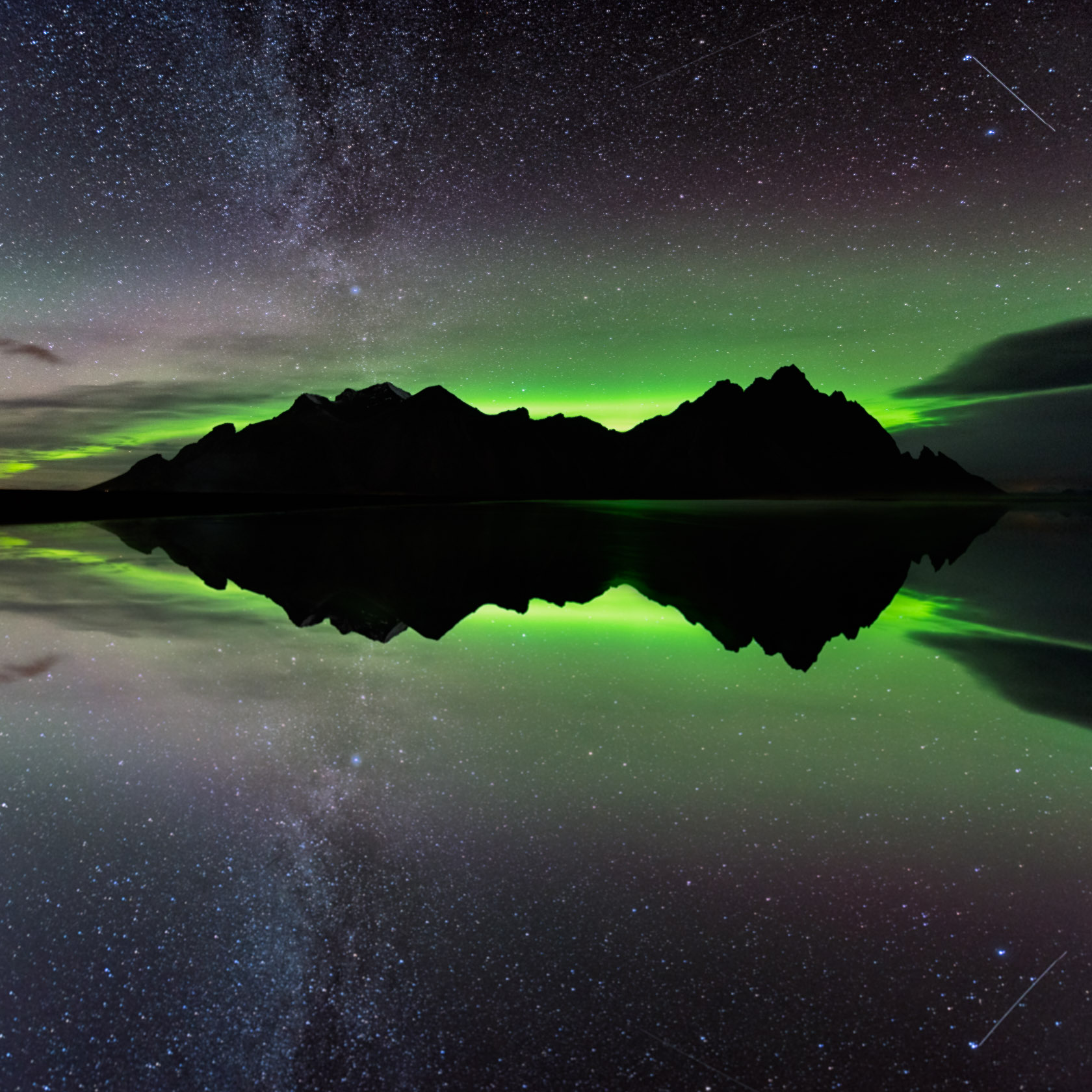 Northern Lights over the Vesturhorn.jpg