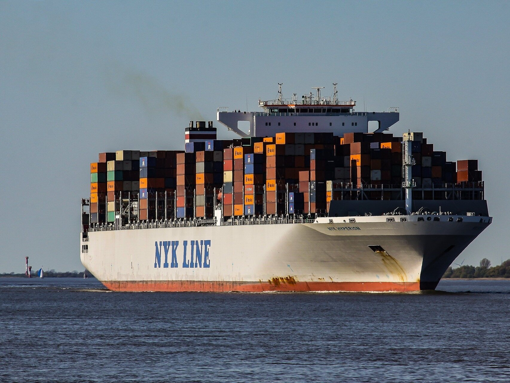 container-ship-2893480_1920.jpg
