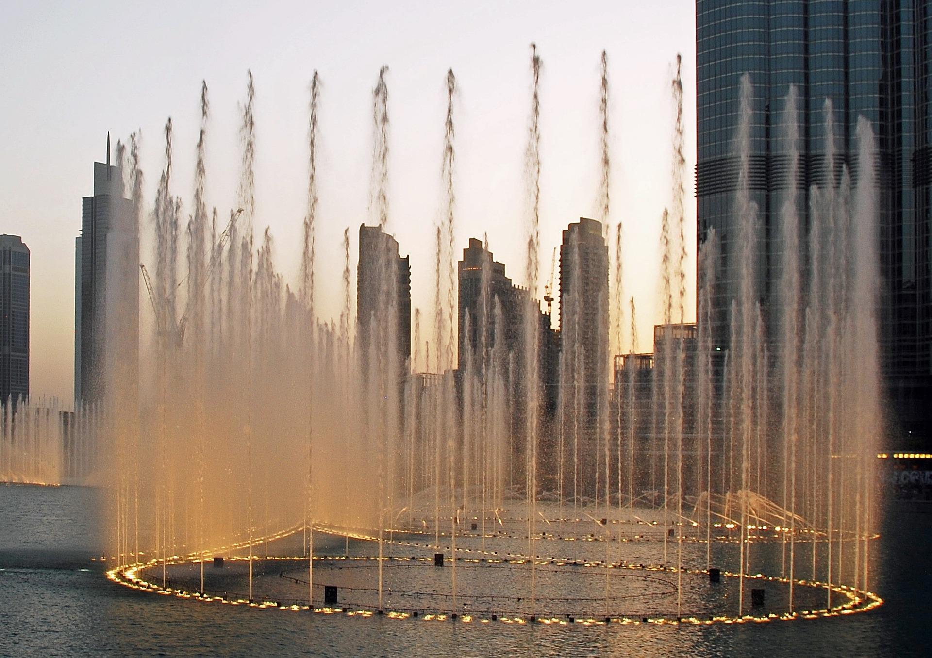 Espectáculo de juego de agua en la fuente de Dubai