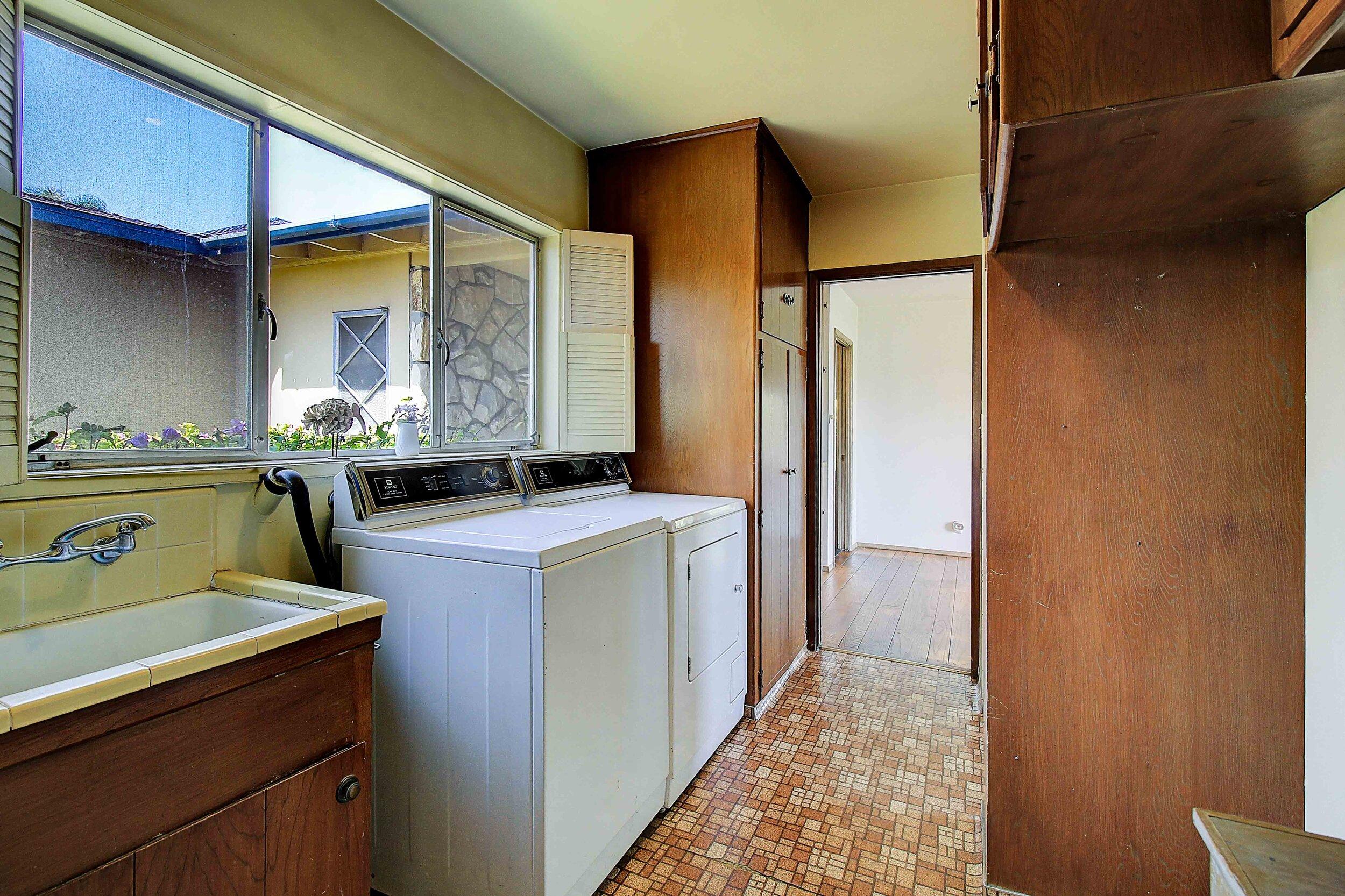 9837 Kincardine Ave -Laundry.jpg