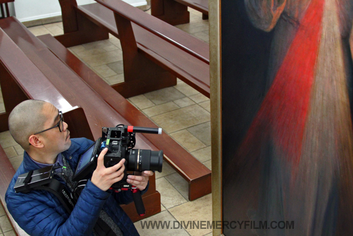 Cameraman Marc Jarabe takes a moment from his work to venerate the painting and admire the unimpeded beauty.
