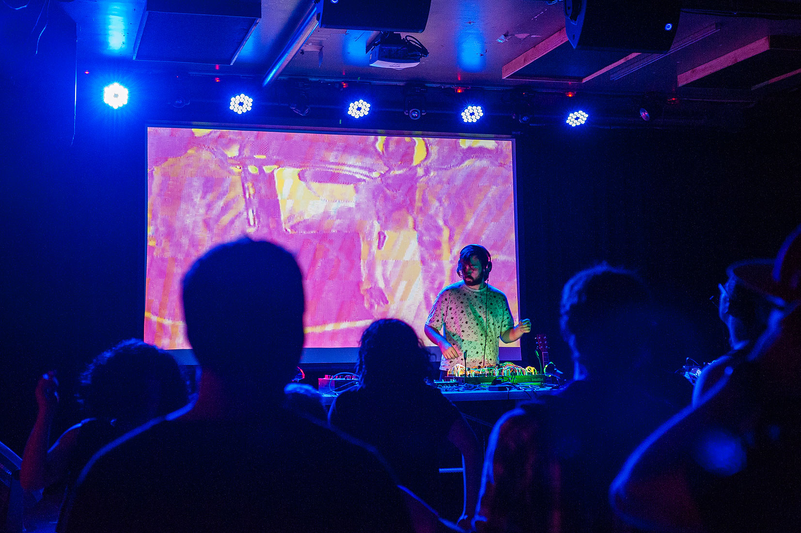 skybox  with visuals by  Apocryphal Bear