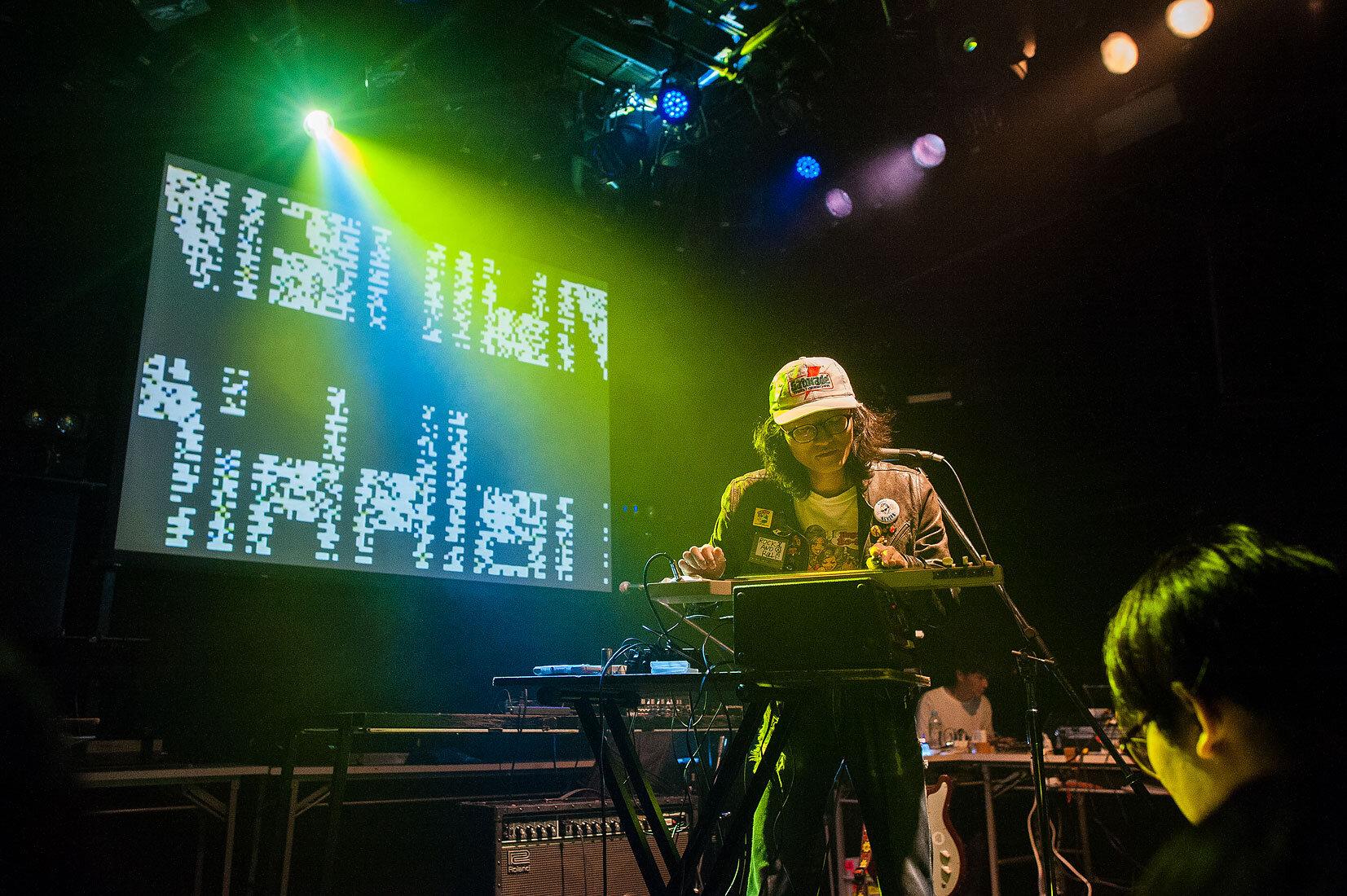 Nishioka Diddley  with visuals by Bolcoantes ( TAKASAKI Yusuke  +  Hermippe )