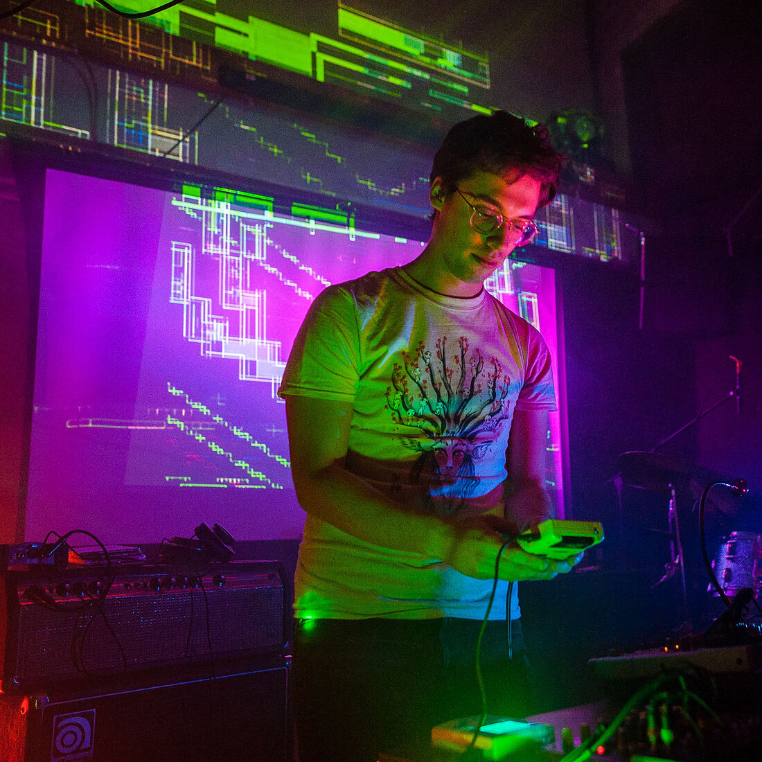 4ntler  with visuals by  Hoppie Buut Scotch.