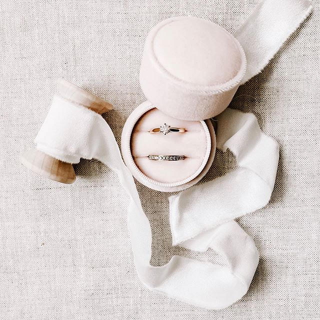 Still obsessed with my @amonieringboxes ring box! It's perfect for styling your precious rings with your wedding stationery and I just like to take photos of it whenever I can!! Featured here with my custom silk ribbons :)