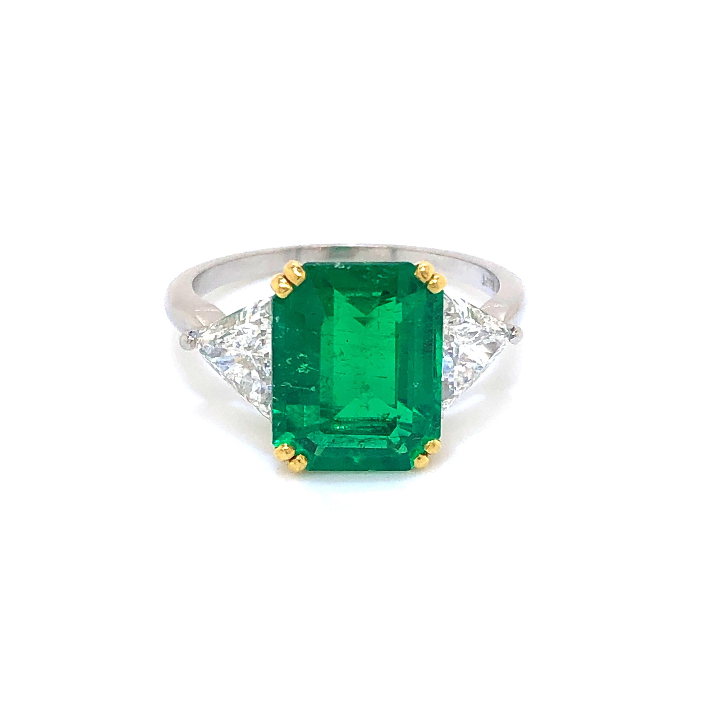 3-Stone Ring, 18kt Yellow Gold & Platinum Emerald Center with Diamond Trillions  Est. US$ 3,000-4,000
