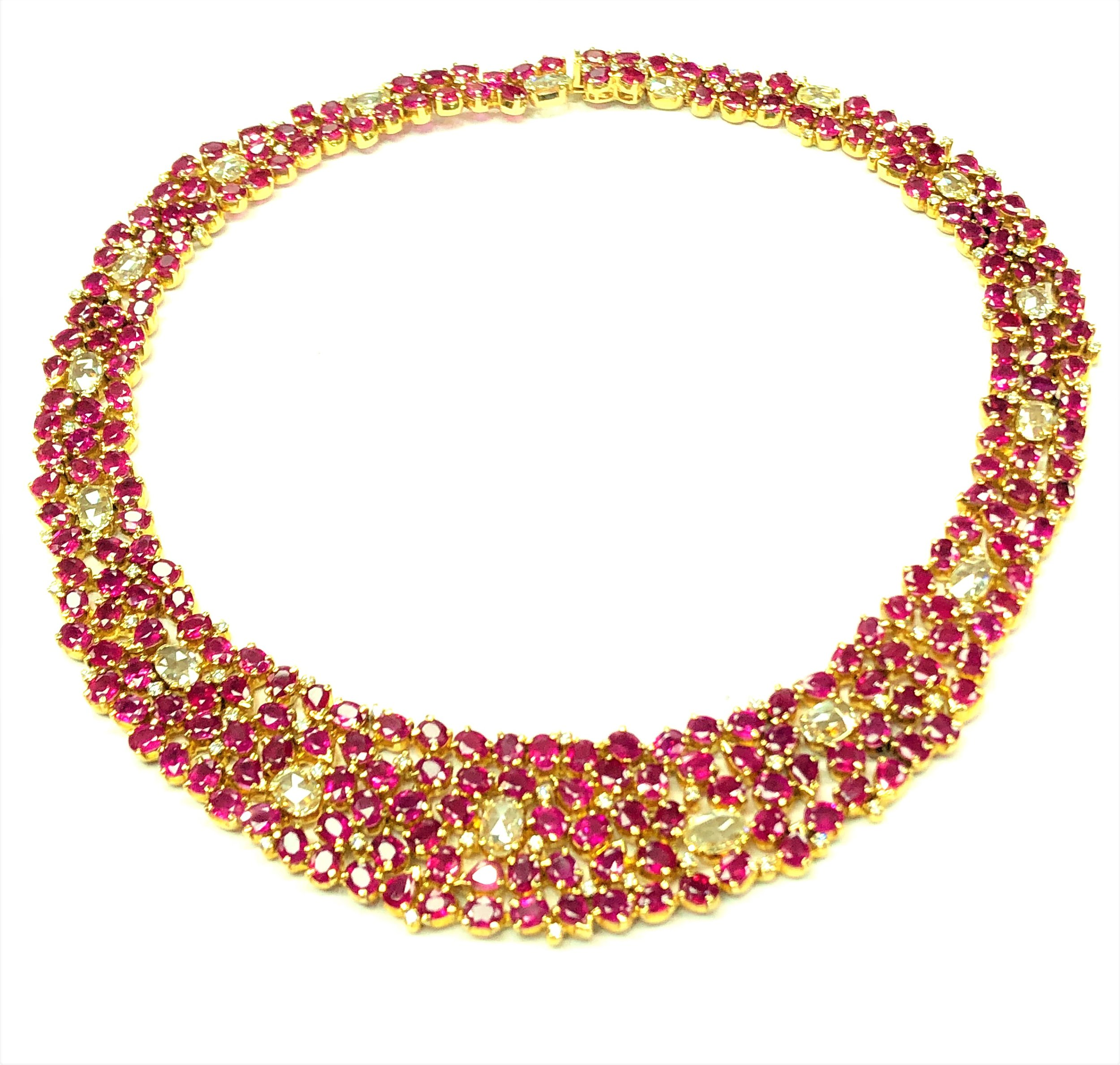 Important Burmese Ruby Necklace with Old Mine Cut Diamonds, 18kt Yellow Gold  Est. US$ 22,000-28,000  including matching earrings