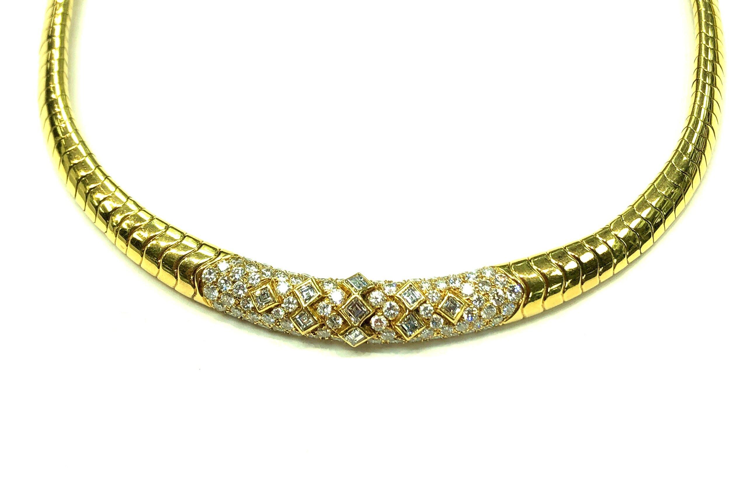 Diamond Center Necklace, 18kt Yellow Gold,  Van Cleef & Arpels   Est. US$ 15,000-18,000