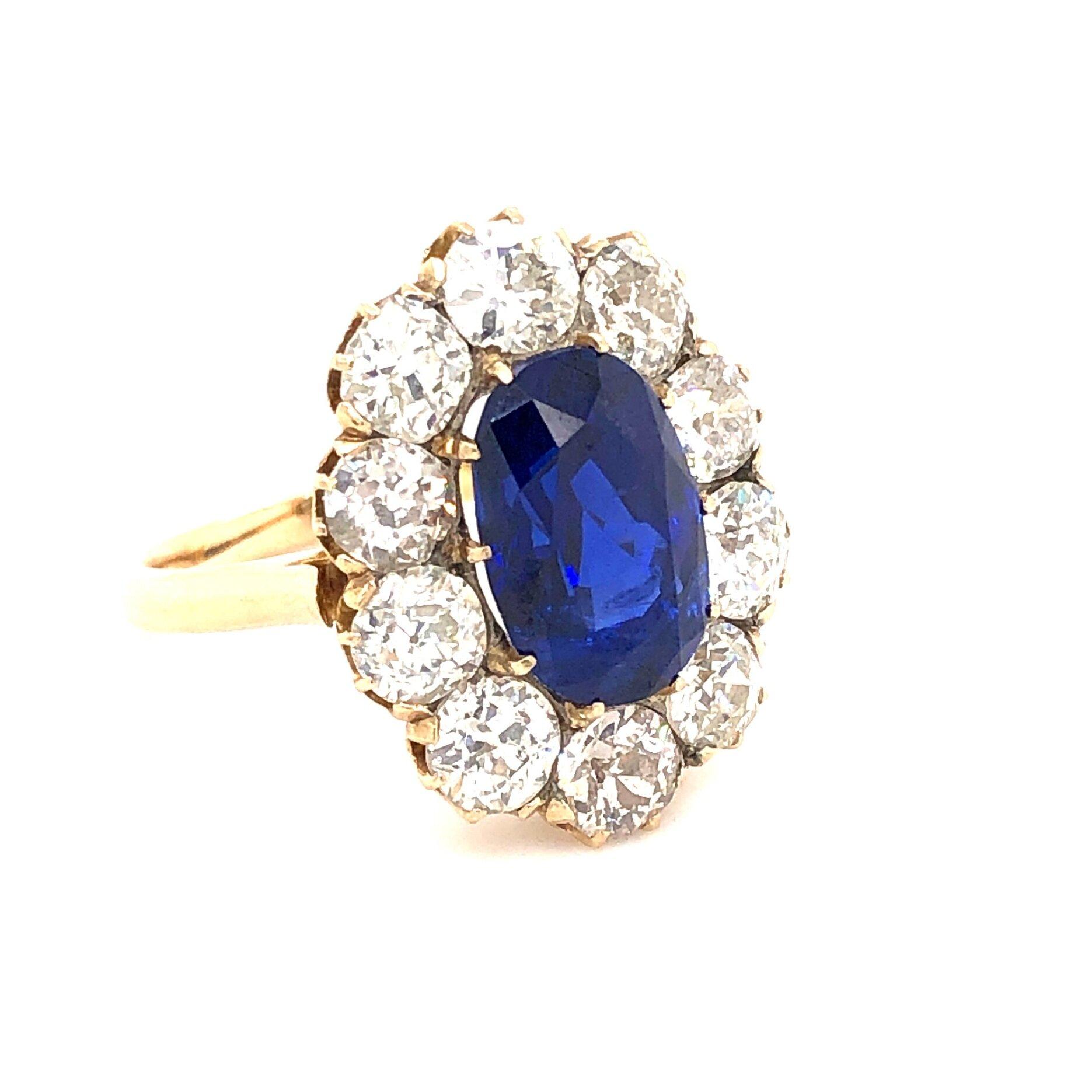 Sapphire Ring  Est. US$ 32,000-35,000