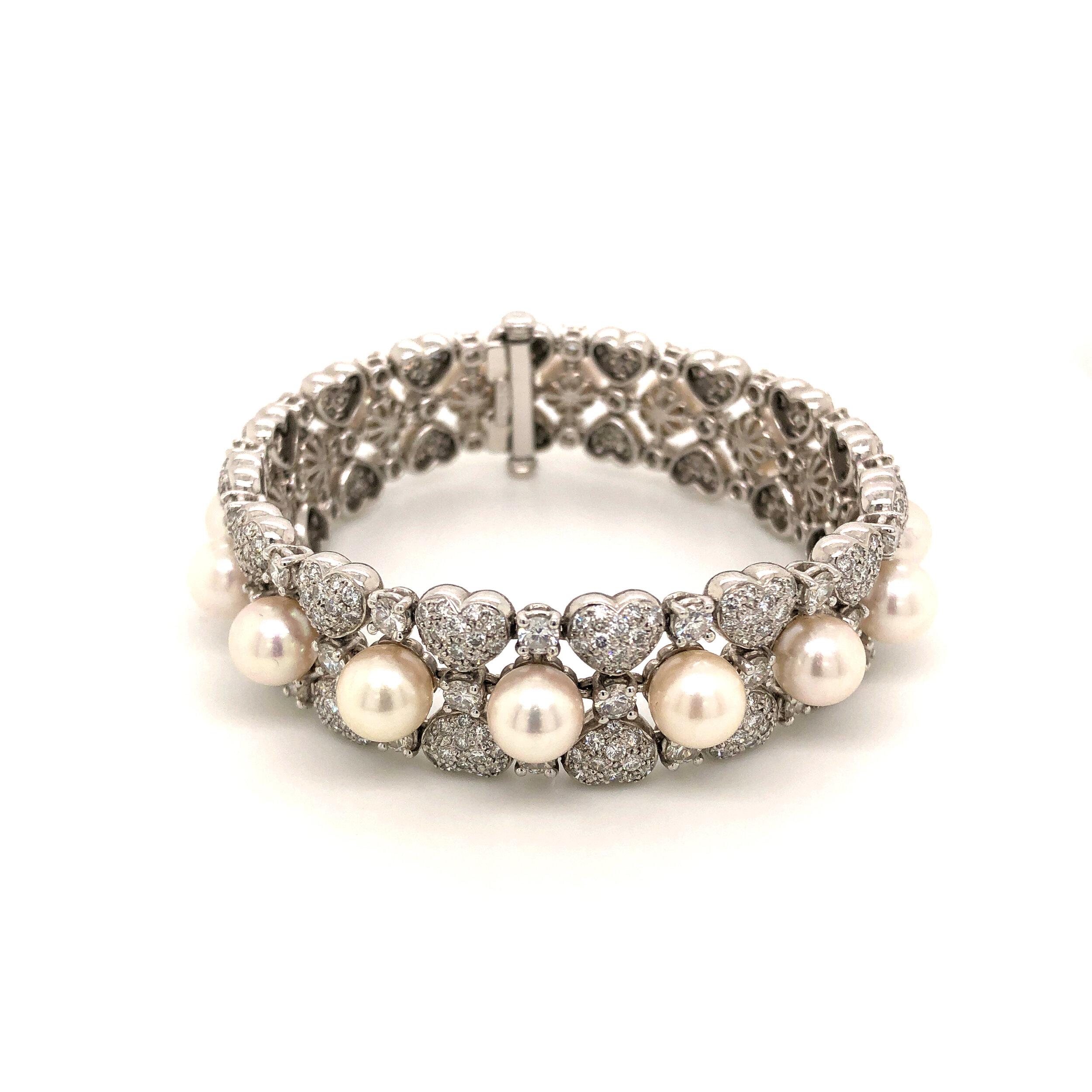 14ct Pave Diamond Heart Bracelet with Cultured Pearls Set in 18 Karat Gold  Est. US$ 4,500-6,500
