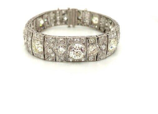 Important Deco Style Bracelet with Old Mine Cut Diamonds Circa 1920's  Est. US$ 4,500-6,500