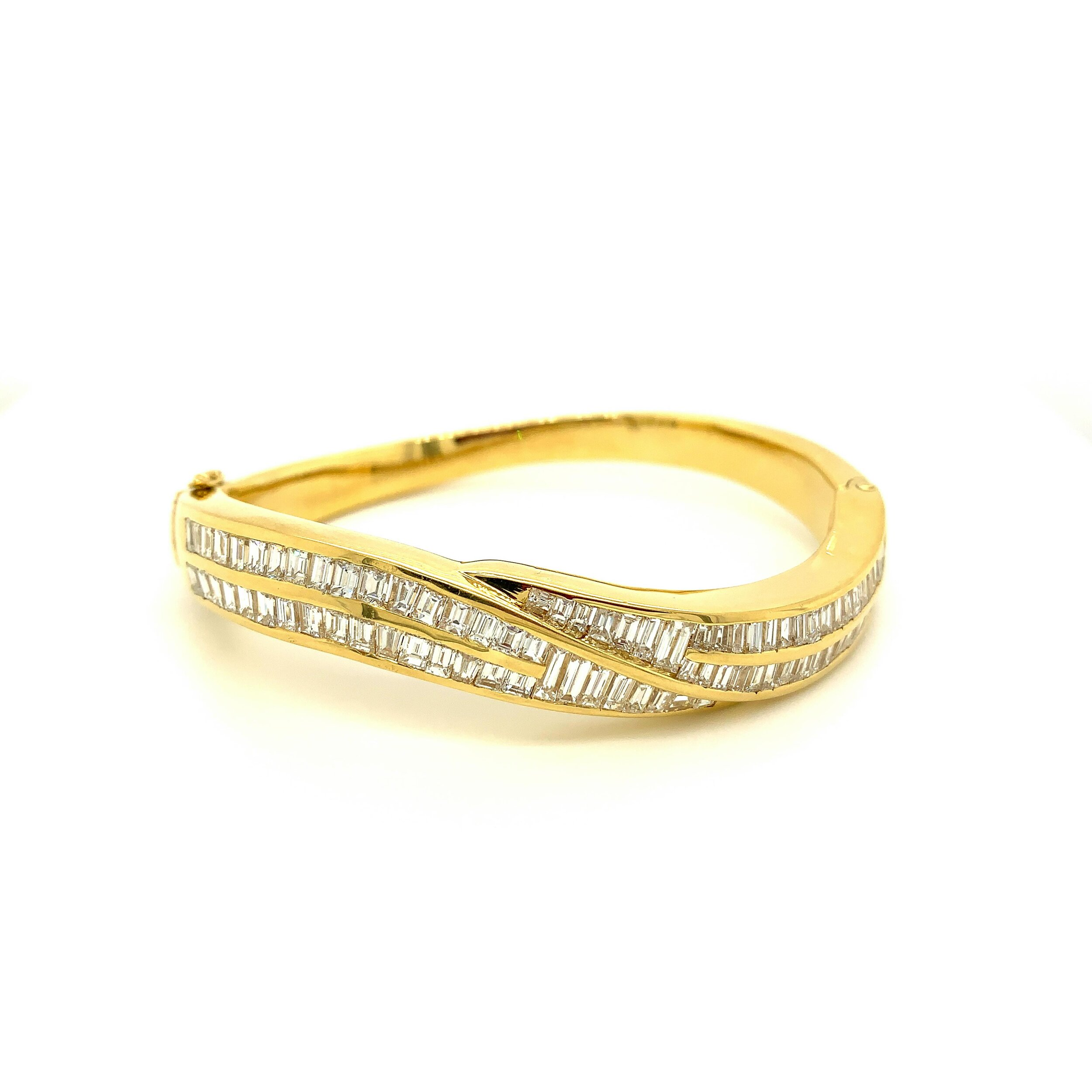 8.15ct Channel Set Diamond Bangle 18kt Gold   Est. US$ 5,000-6,000