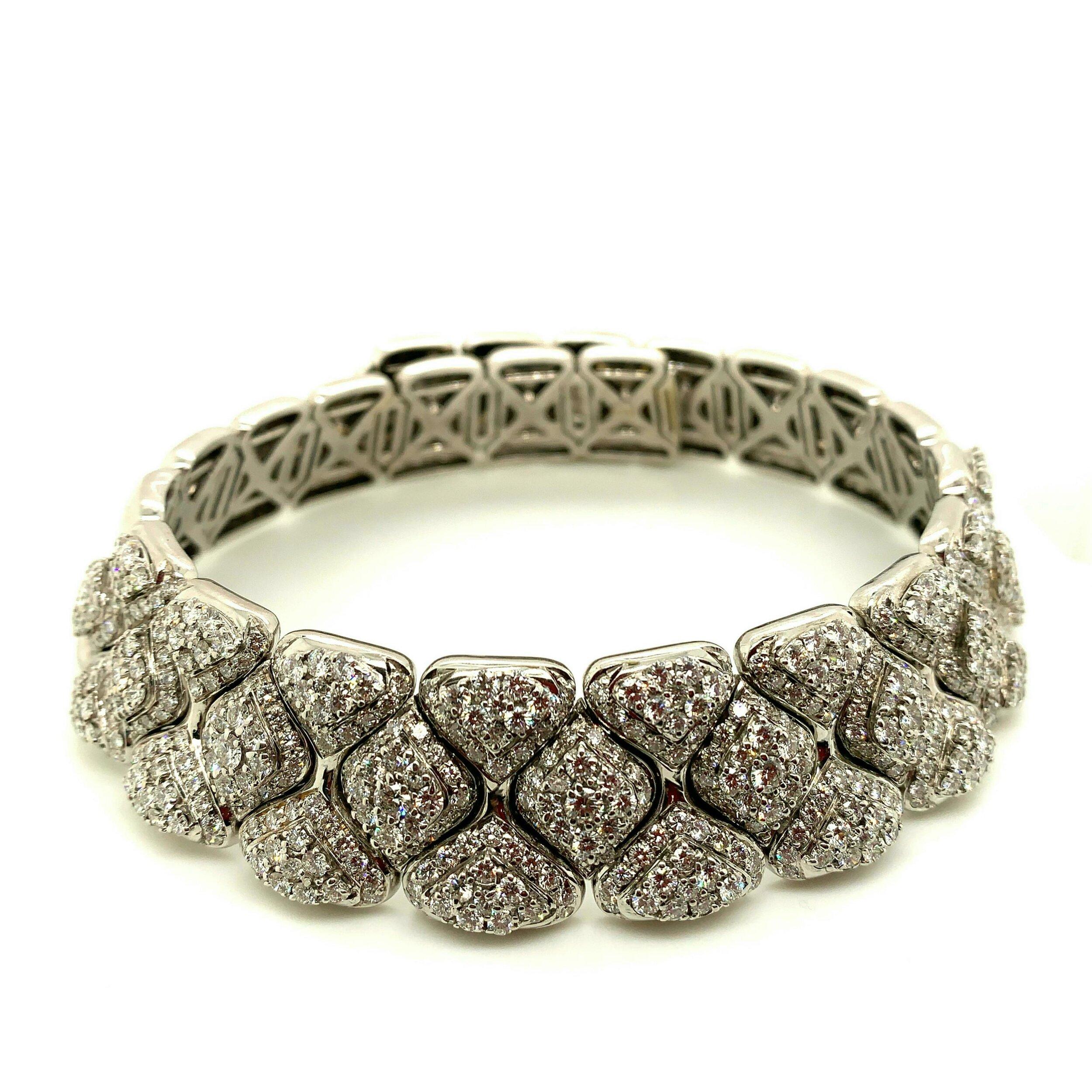 23.5ct Pave Diamond Choker Necklace   Est. US$ 15,000-18,000