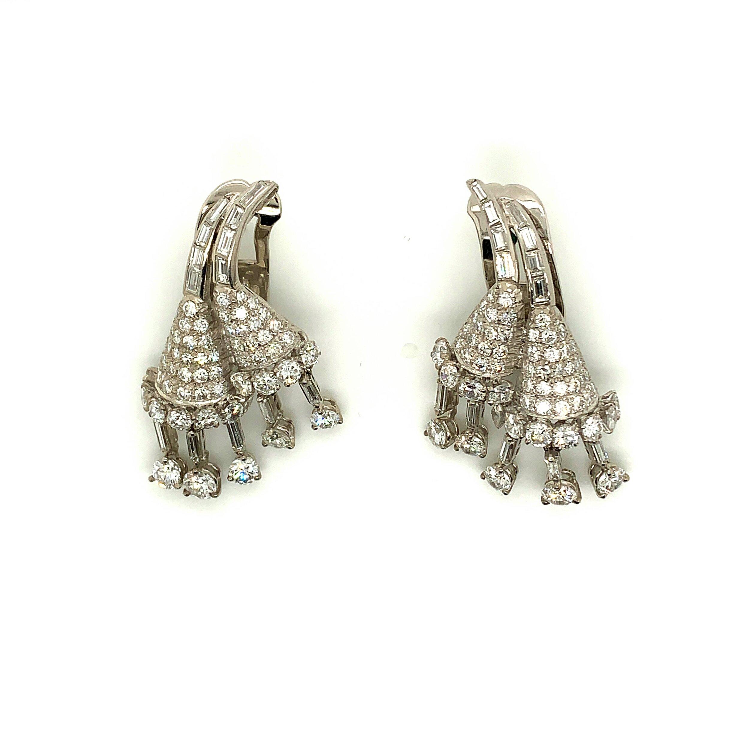 Diamond & Platinum Earrings   Est. US$ 13,000-16,000