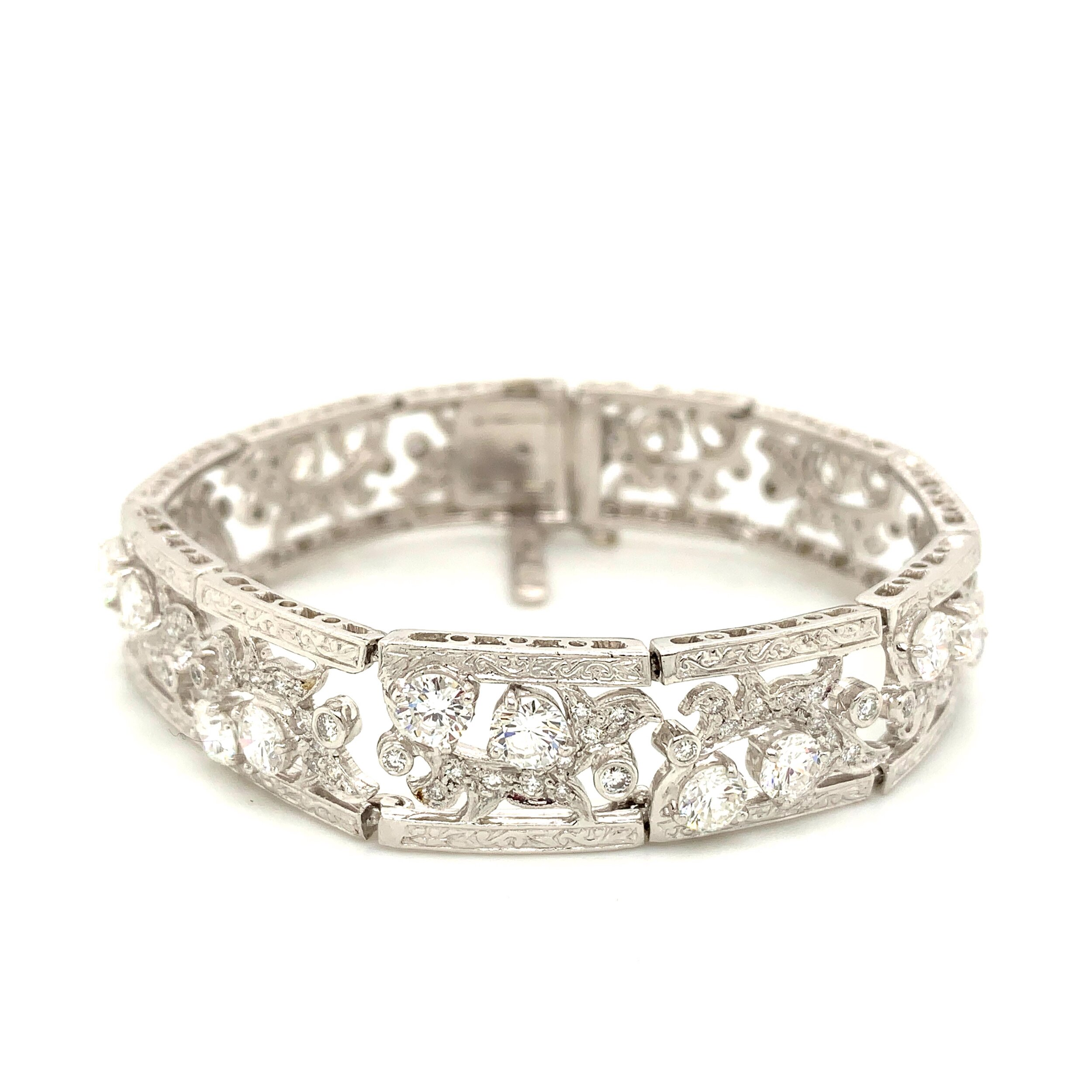 Platinum Bracelet with Diamonds  Est. US$ 8,500-10,000