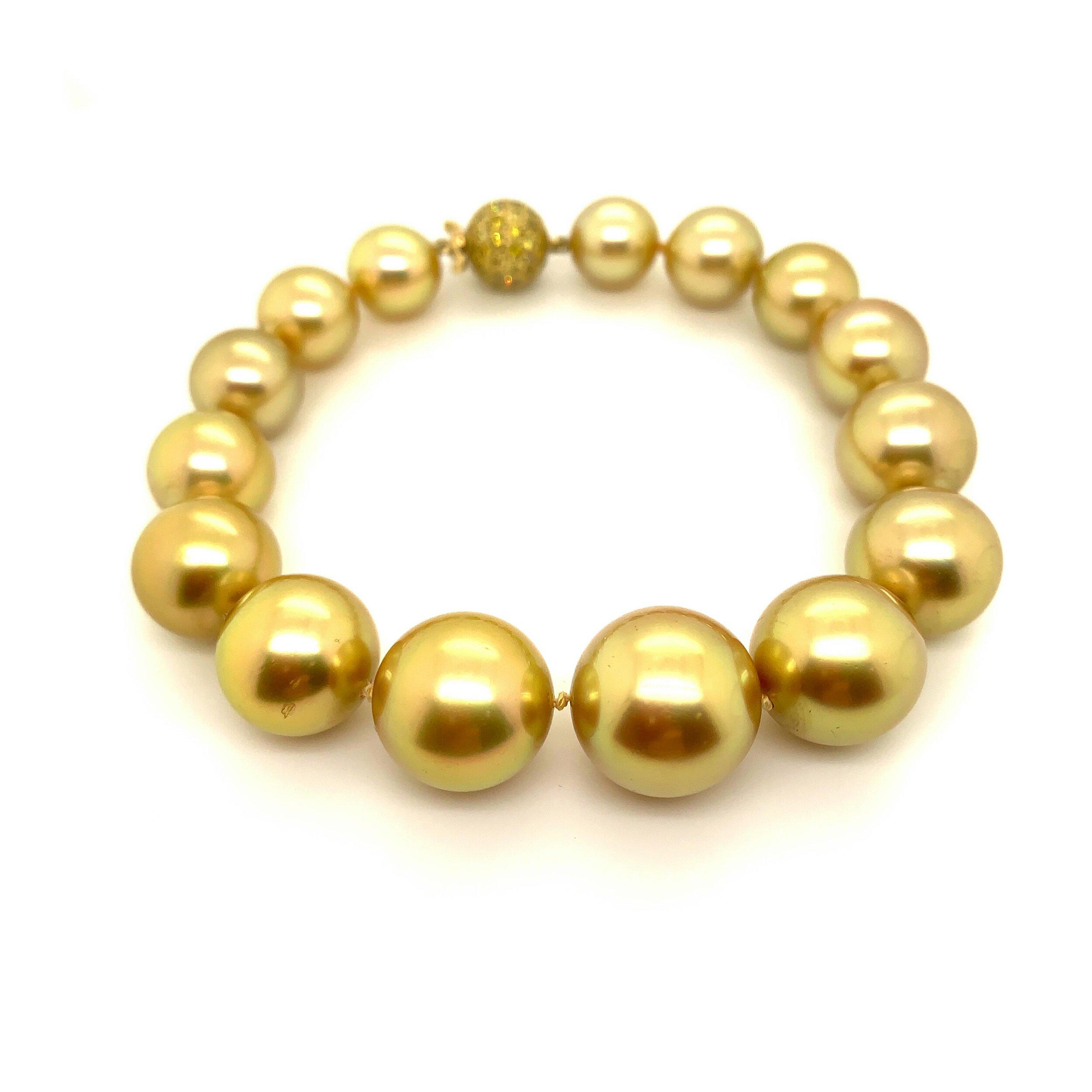 Fine Golden South Sea Pearl Bracelet   Est. US$ 10,000-12,000
