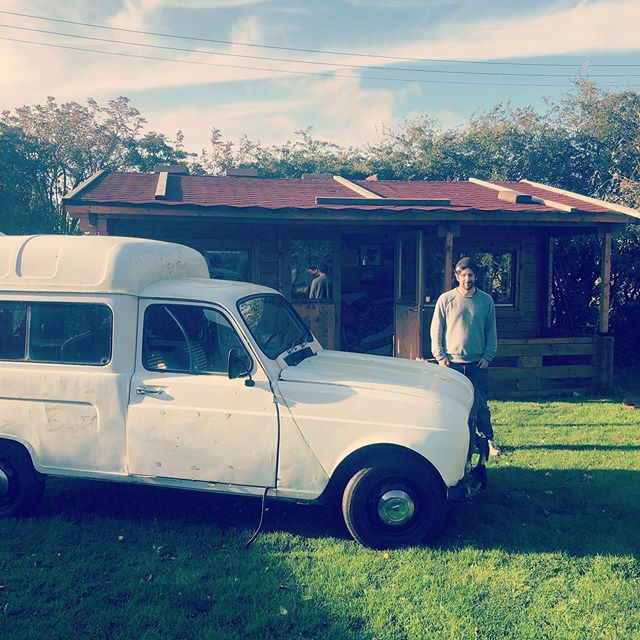 Another beautiful day at TMHQ with @roundh0use #bandcamp #caribou #brucehornsby #noahgundersen #jacquesgreene #daphni #tourmanager #renault4