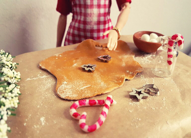 Happy Holidays - Plastically Perfect - Barbie Playscale Diorama 01.jpg