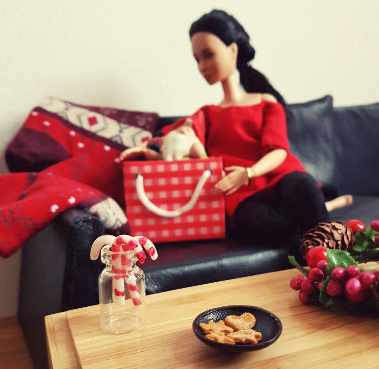 Happy Holidays - Plastically Perfect - Barbie Playscale Diorama 02.jpg