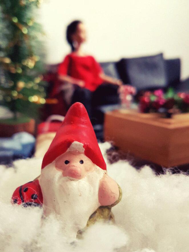 Happy Holidays - Plastically Perfect - Barbie Playscale Diorama 03.jpg